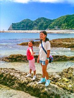 海岸に立っている少女の写真・画像素材[1054628]