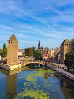水の体に囲まれた城の写真・画像素材[1850599]