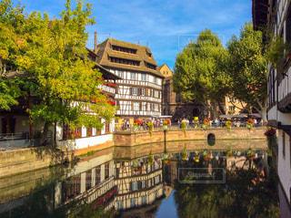 都市の川に架かる橋の写真・画像素材[1850603]
