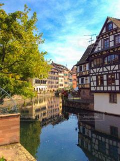 都市の川に架かる橋の写真・画像素材[1850605]