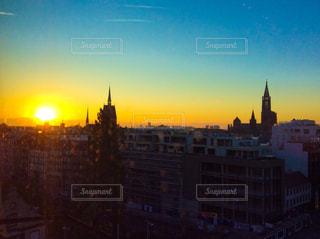 夕暮れ時の都市の景色の写真・画像素材[1851256]