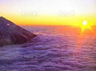 日の出と雲海の写真・画像素材[3339291]