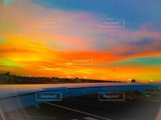 夕暮れの空港の写真・画像素材[3339582]