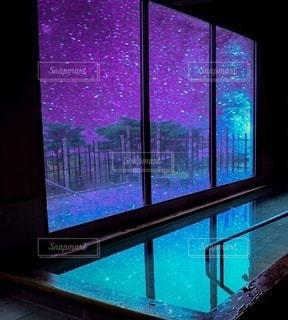 星空が見えるお風呂場の写真・画像素材[3383832]