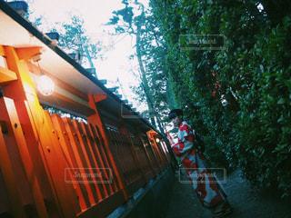 電車はスロープの脇に駐車します。の写真・画像素材[1740964]