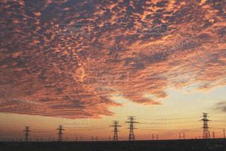 空,夕日,屋外,太陽,雲,夕焼け,鉄塔,シルエット,電線,送電線,癒し,夕陽