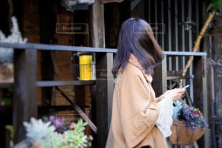 カフェの前で待ち合わせの写真・画像素材[1614027]
