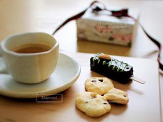 スイーツ,コーヒー,LOVE,室内,箱,リボン,クッキー,パイナップル,珈琲,バレンタイン,デコ,益子焼,パイン,チョコチップ,りぼん,ドライフルーツ,チョコチップクッキー,カットボード,オレンジピール,木製ボード,アイス風