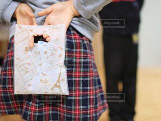 チェック,女の子,プレゼント,洋服,人物,袋,人,クッキー,バレンタイン,手作り,男の子,ラッピング,チョコチップクッキー,渡す,あげる