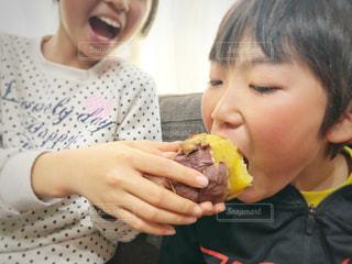 ホックホクの焼き芋の写真・画像素材[1811041]