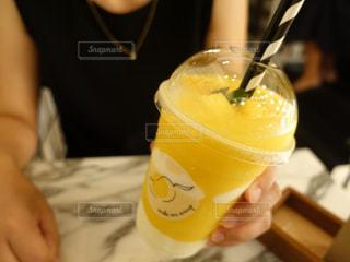 飲み物,カフェ,マンゴー,黄色,鮮やか,タイ,ドリンク,黄色い飲み物