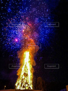 夜空の花火の写真・画像素材[1053640]