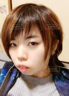 前髪アシメの写真・画像素材[1032416]