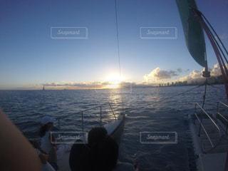 水の体のボートの写真・画像素材[1034264]