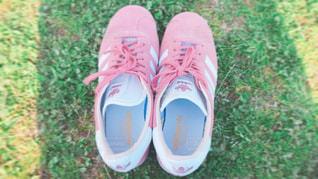 白い靴のペア - No.1083447