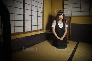 畳に座る女性の写真・画像素材[1281237]
