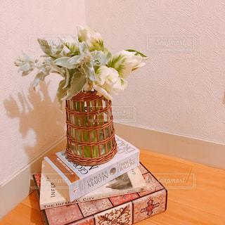 花瓶の花の写真・画像素材[1035341]