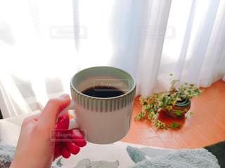 コーヒーを持つ手の写真・画像素材[1038029]