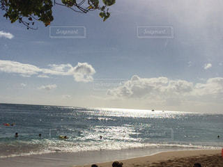 ビーチの人々 のグループの写真・画像素材[1035964]
