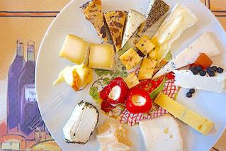 フォークで食べ物の皿 - No.1052284