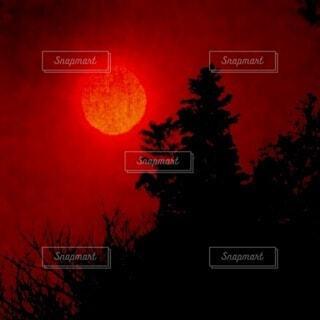 暗い空の止まる光の写真・画像素材[3719776]