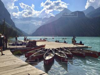 山の中腹に座ってボートの写真・画像素材[1037214]