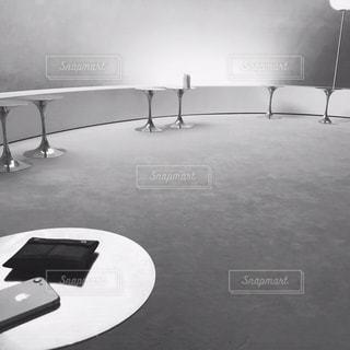 テーブル上のコンピューターのデスクの写真・画像素材[1653005]