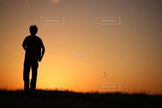 男性,自然,風景,空,夕日,屋外,大阪,夕焼け,夕暮れ,男,シルエット,夕景,夕日シルエット