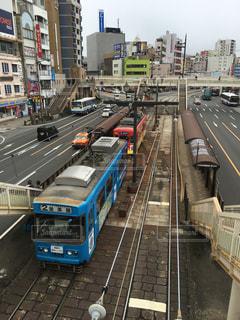 長崎の街を走行する路面電車の写真・画像素材[1041679]