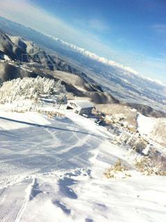 雪の覆われた山々 の景色の写真・画像素材[1037735]