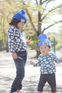 女の子の赤ん坊を保持の写真・画像素材[1159104]
