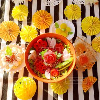 ちらし寿司 黄色 テーブルフォトの写真・画像素材[1038457]