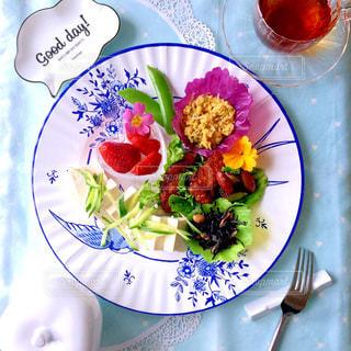 ツバメ柄 ワンプレート朝食の写真・画像素材[1040459]