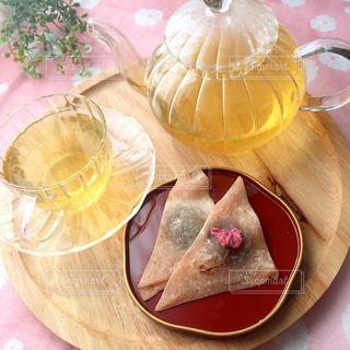 テーブル 緑茶 ティータイム 和菓子の写真・画像素材[1052260]