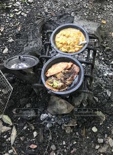グリルの上に食べ物のパンの写真・画像素材[1667246]