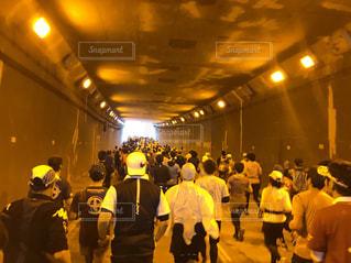 群衆,屋外,道路,人,トンネル,ランニング,マラソン,鹿児島県,マラソン大会,鹿児島市,42.195km,marathon,Kagoshima,鹿児島マラソン,마라톤