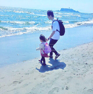 子供×海×江ノ島の写真・画像素材[1158969]