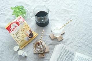 テーブルの上のコーヒー カップの写真・画像素材[1241594]