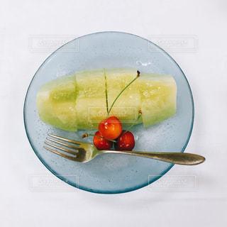 皿の上のフルーツ ボウルの写真・画像素材[1359260]