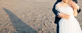 浜辺に立っている人の写真・画像素材[2100991]
