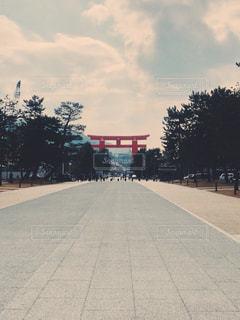 平安神宮から見た参道の写真・画像素材[1040774]