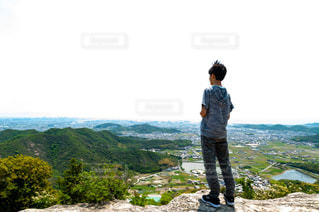 男性,風景,屋外,晴天,後ろ姿,山,景色,登山,人物,背中,人,後姿,山頂,男の子,山登り,頂上