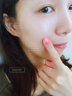女性の横顔の写真・画像素材[2389578]