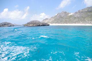 背景の山と水体の写真・画像素材[1043897]