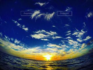 風景,海,空,屋外,雲,青空,夕焼け,夕暮れ,観光,旅行,ヤシの木,ハワイ,ワイキキ,パーム,フォトジェニック