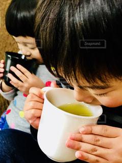 子ども,屋内,人,お茶,緑茶