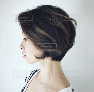ショートカットの女性の写真・画像素材[1044189]