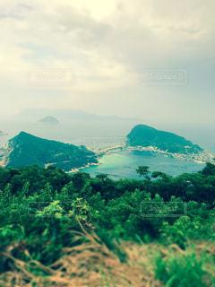 背景の山と水体の写真・画像素材[1045317]
