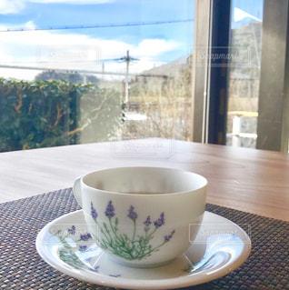 テーブルの上のコーヒー カップの写真・画像素材[1049123]
