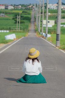 女性,風景,後ろ姿,沖縄,田舎,人物,背中,麦わら帽子,人,後姿,奥行き,シュガーロード